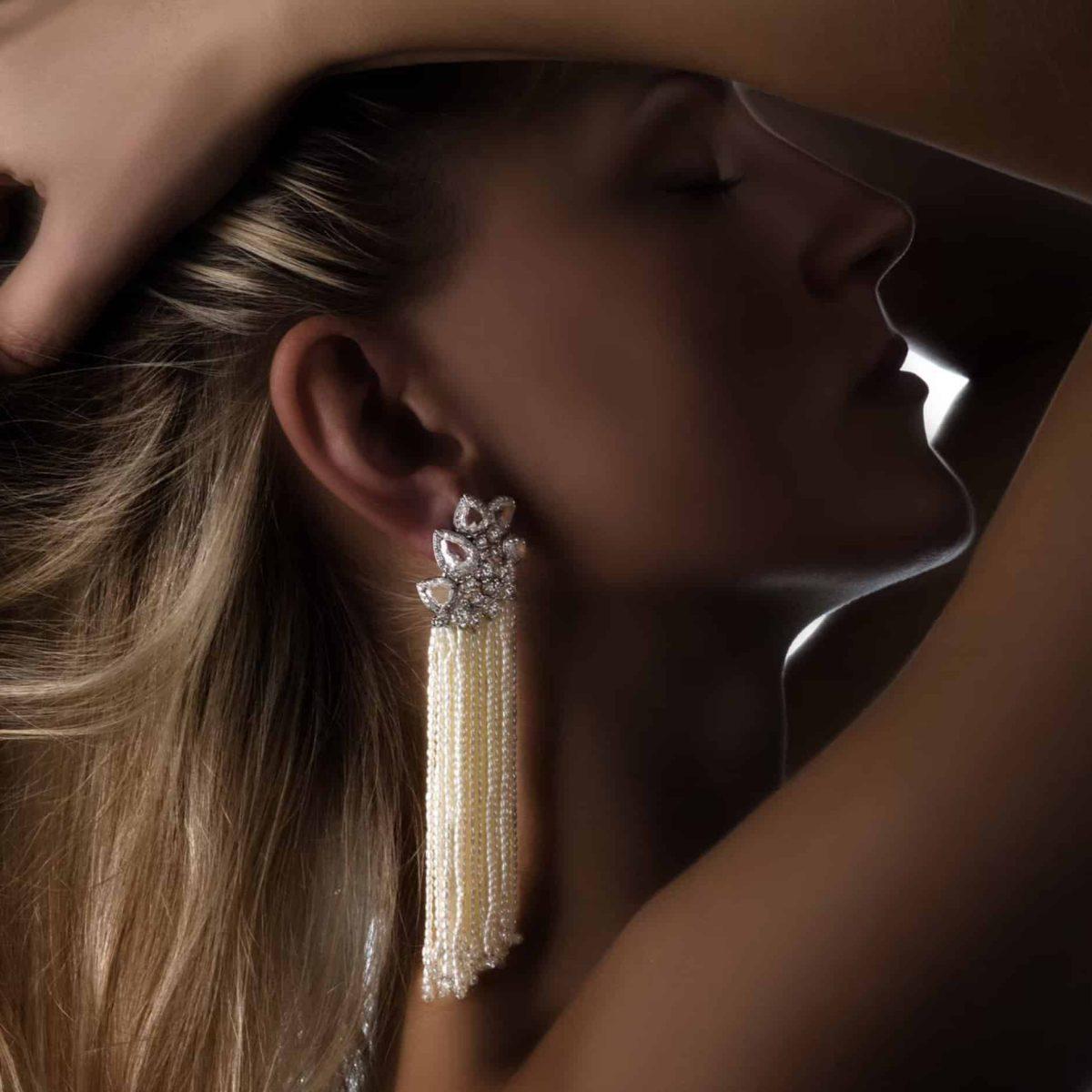MICRO PEARL EARRING